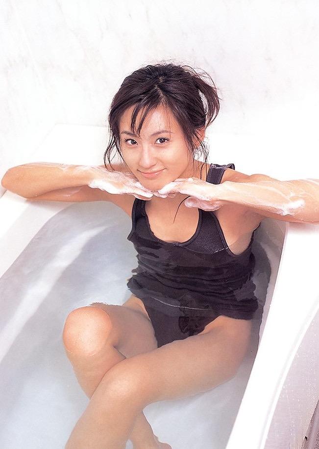 【遠野舞子グラビア画像】90年代に活躍したアイドル歌手が熟女グラドルとして復活するってマジ!? 29
