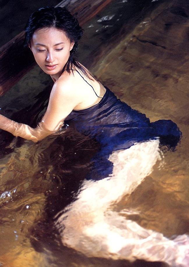 【遠野舞子グラビア画像】90年代に活躍したアイドル歌手が熟女グラドルとして復活するってマジ!? 30
