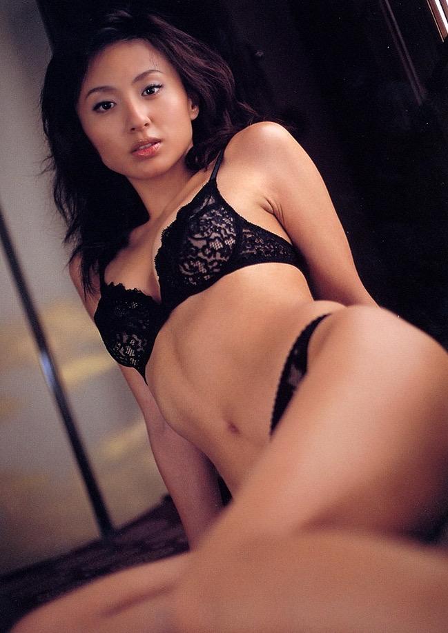 【遠野舞子グラビア画像】90年代に活躍したアイドル歌手が熟女グラドルとして復活するってマジ!? 31