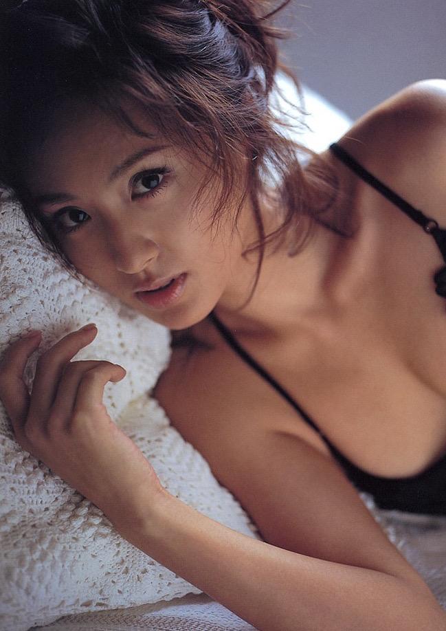 【遠野舞子グラビア画像】90年代に活躍したアイドル歌手が熟女グラドルとして復活するってマジ!? 32