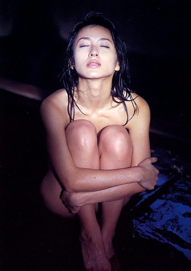 【遠野舞子グラビア画像】90年代に活躍したアイドル歌手が熟女グラドルとして復活するってマジ!? 35