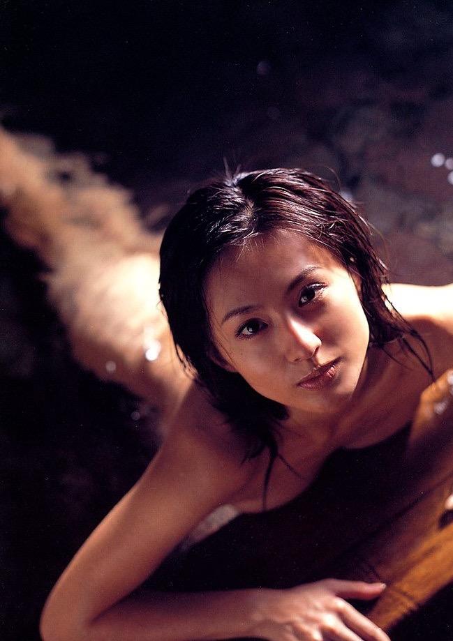 【遠野舞子グラビア画像】90年代に活躍したアイドル歌手が熟女グラドルとして復活するってマジ!? 36
