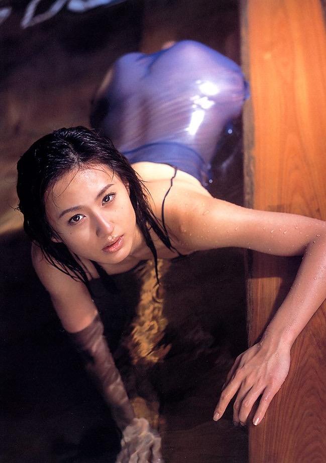 【遠野舞子グラビア画像】90年代に活躍したアイドル歌手が熟女グラドルとして復活するってマジ!? 47