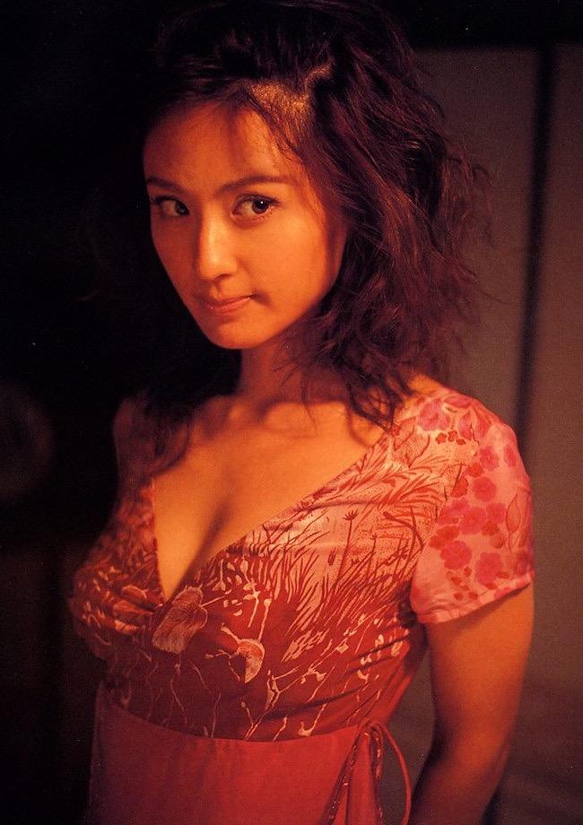 【遠野舞子グラビア画像】90年代に活躍したアイドル歌手が熟女グラドルとして復活するってマジ!? 48