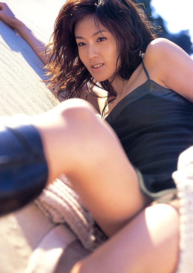 【遠野舞子グラビア画像】90年代に活躍したアイドル歌手が熟女グラドルとして復活するってマジ!? 49