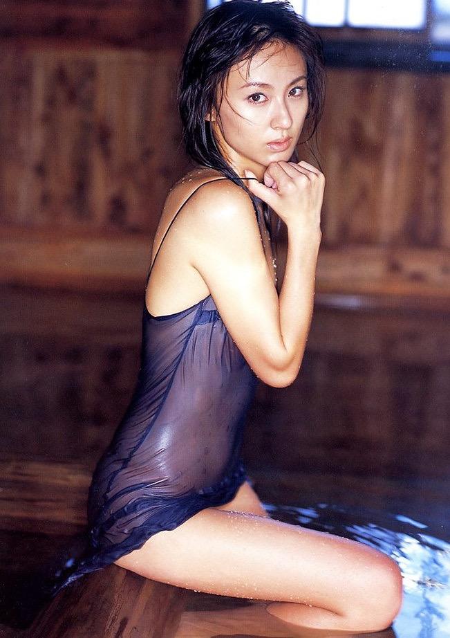 【遠野舞子グラビア画像】90年代に活躍したアイドル歌手が熟女グラドルとして復活するってマジ!? 62