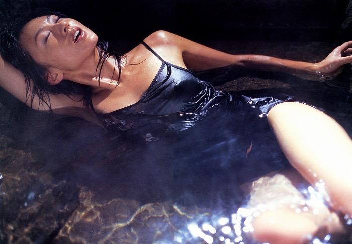 【遠野舞子グラビア画像】90年代に活躍したアイドル歌手が熟女グラドルとして復活するってマジ!? 76