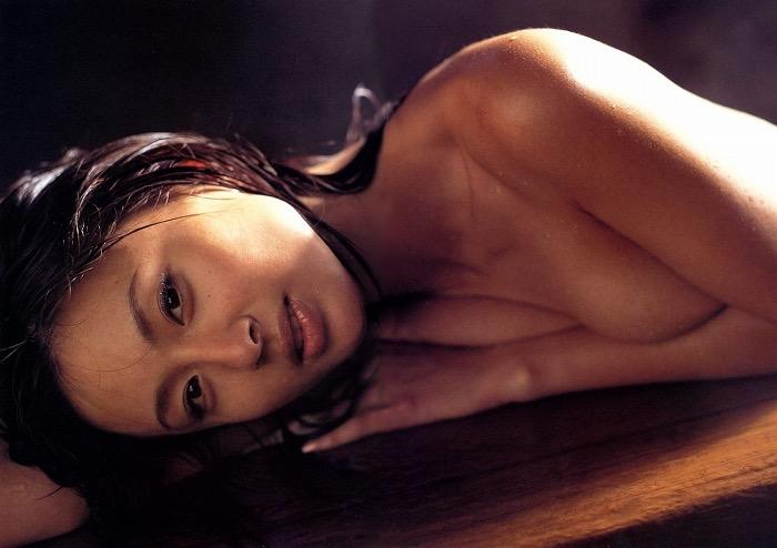 【遠野舞子グラビア画像】90年代に活躍したアイドル歌手が熟女グラドルとして復活するってマジ!? 80