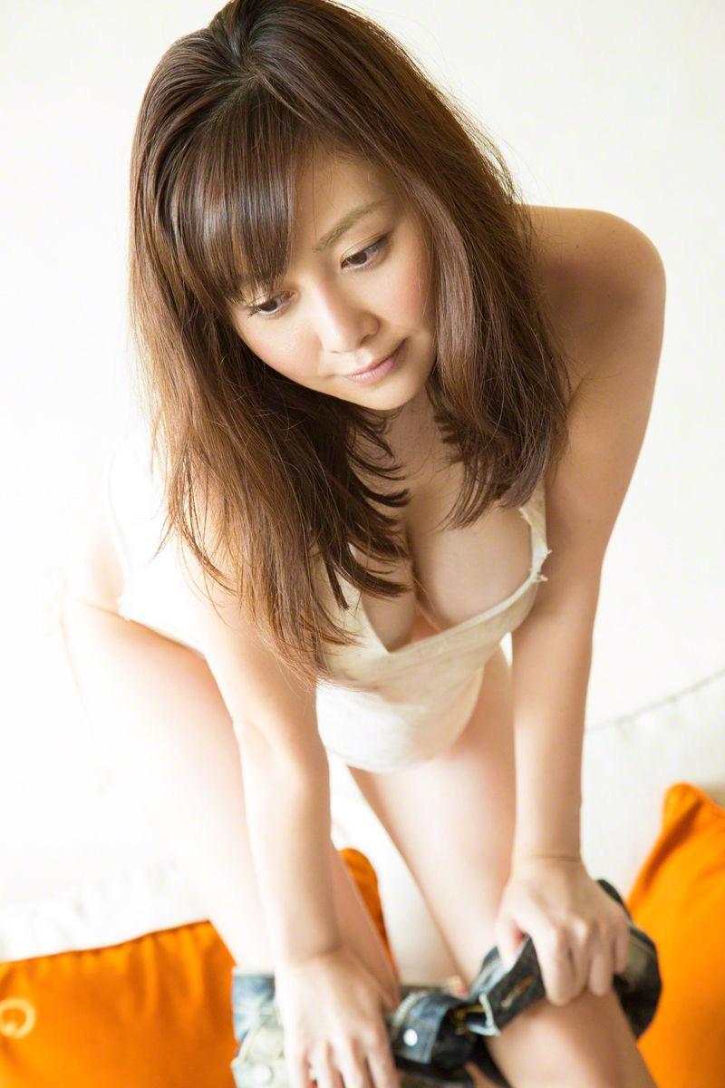 【杉原杏璃グラビア画像】美熟女グラドルが気になる部分の改善にこんにゃくを使っているとかw 26