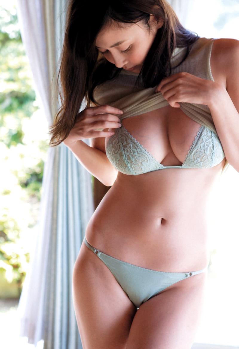 【杉原杏璃グラビア画像】美熟女グラドルが気になる部分の改善にこんにゃくを使っているとかw 50