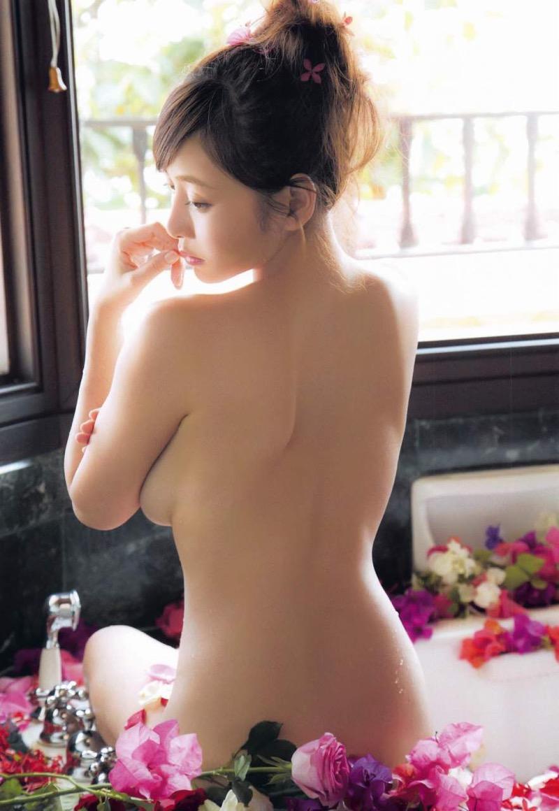 【杉原杏璃グラビア画像】美熟女グラドルが気になる部分の改善にこんにゃくを使っているとかw 56