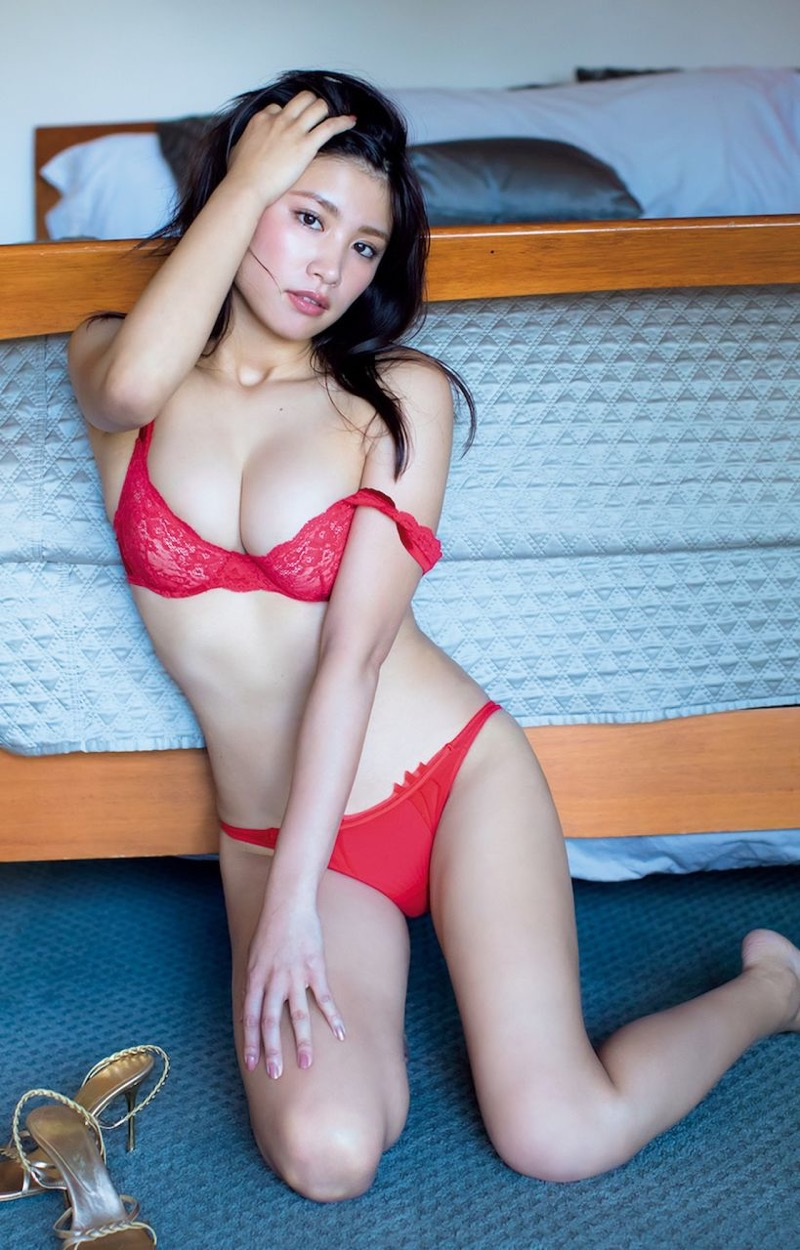 【久松郁実グラビア画像】ファッションモデルしてるだけじゃ勿体無い激エロFカップ巨乳美女! 10