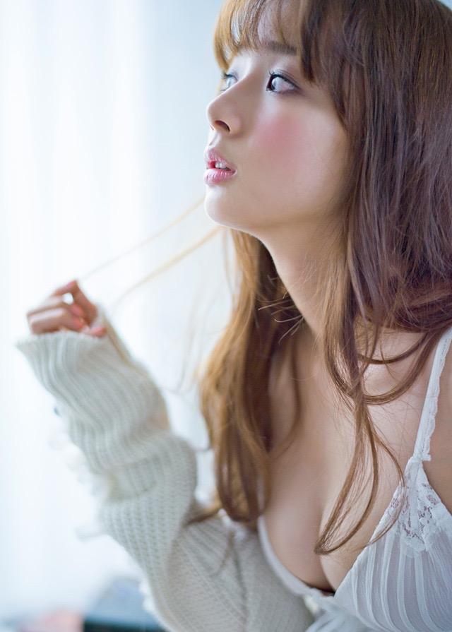 【岡田紗佳グラビア画像】日中ハーフで女流プロ雀士グラドルが役満ボディって呼ばれるとかwww 15