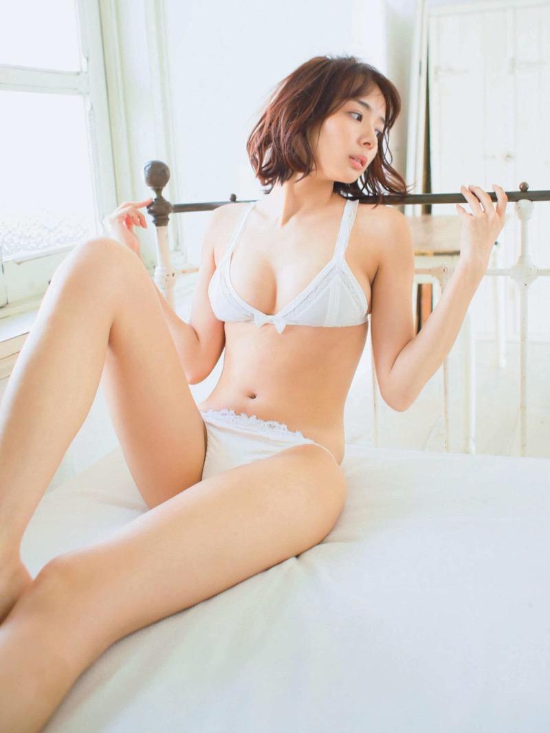 【岡田紗佳グラビア画像】日中ハーフで女流プロ雀士グラドルが役満ボディって呼ばれるとかwww 77