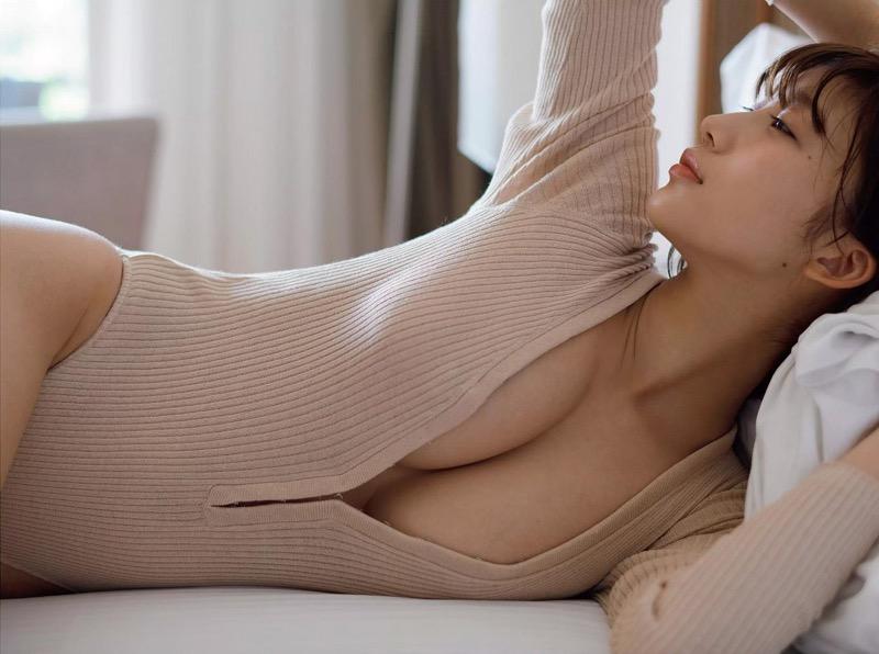 【小倉優香グラビア画像】パイズリさせたくなるGカップ巨乳娘の谷間がバッチリ拝めるエロ画像 72
