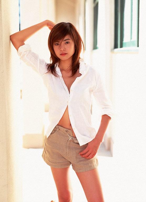 【片瀬那奈グラビア画像】高身長くびれボディをビキニで惜しみなく見せつけるファッションモデル 05