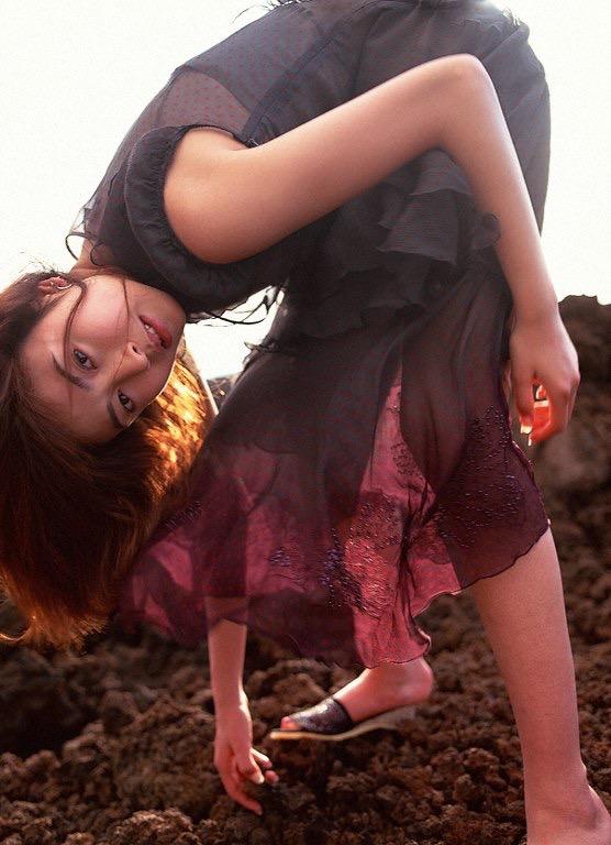 【片瀬那奈グラビア画像】高身長くびれボディをビキニで惜しみなく見せつけるファッションモデル 15