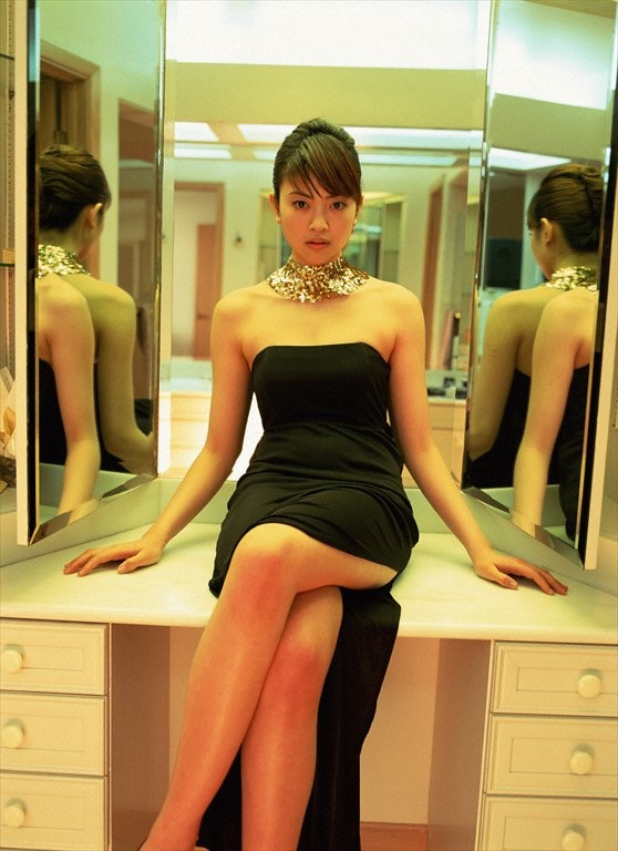 【片瀬那奈グラビア画像】高身長くびれボディをビキニで惜しみなく見せつけるファッションモデル 16