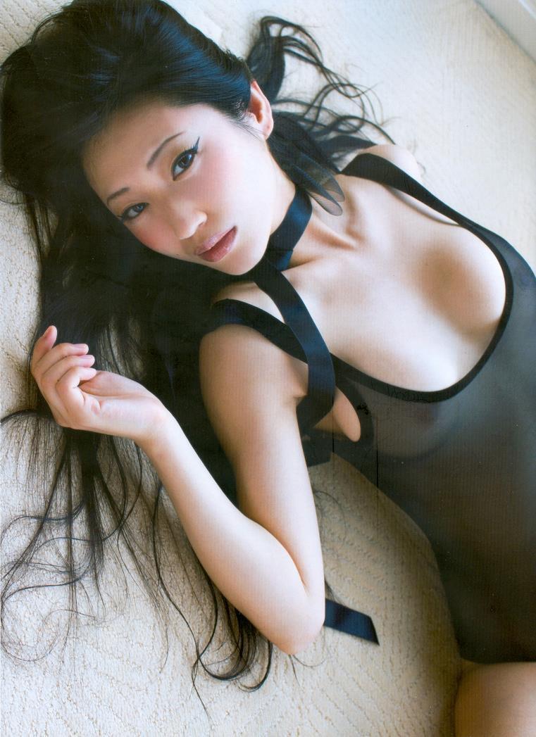 【壇蜜エロ画像】変わった芸名とセクシーな脱ぎっぷりで印象に残ってしまう美熟女タレント 15