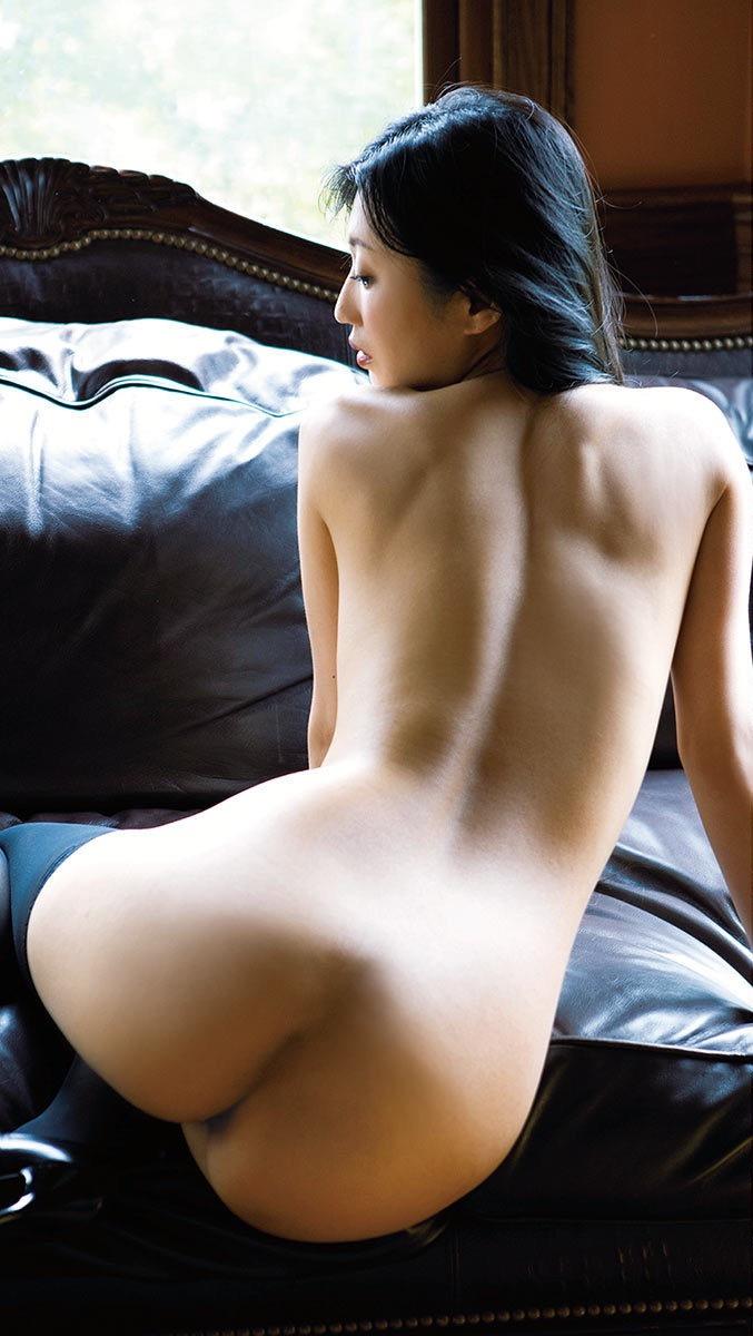 【壇蜜エロ画像】変わった芸名とセクシーな脱ぎっぷりで印象に残ってしまう美熟女タレント 16