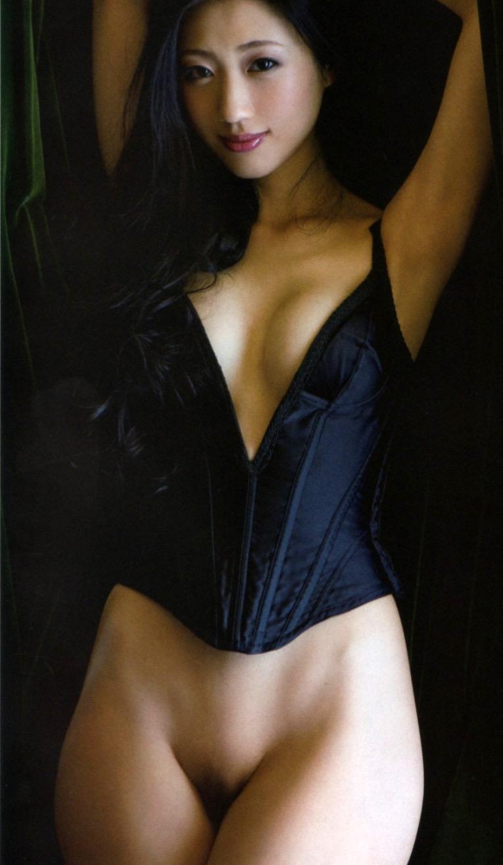 【壇蜜エロ画像】変わった芸名とセクシーな脱ぎっぷりで印象に残ってしまう美熟女タレント 26