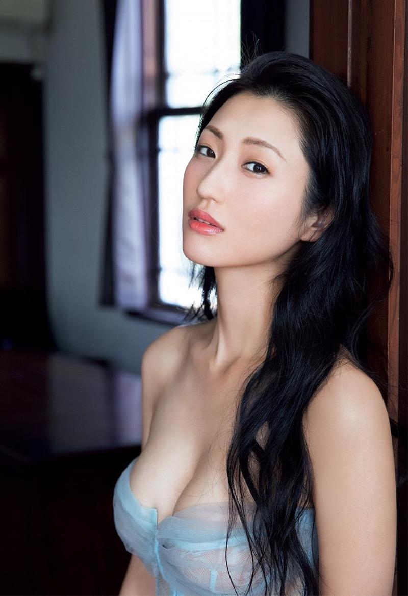 【壇蜜エロ画像】変わった芸名とセクシーな脱ぎっぷりで印象に残ってしまう美熟女タレント 33