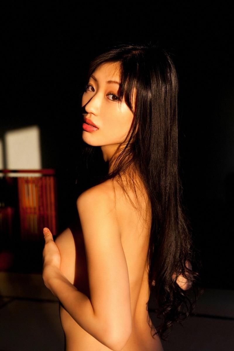 【壇蜜エロ画像】変わった芸名とセクシーな脱ぎっぷりで印象に残ってしまう美熟女タレント 44