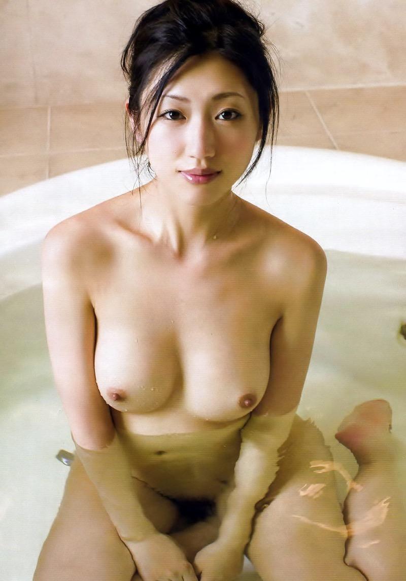 【壇蜜エロ画像】変わった芸名とセクシーな脱ぎっぷりで印象に残ってしまう美熟女タレント 74