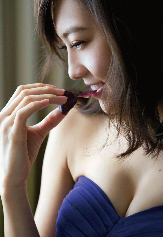 【木崎ゆりあグラビア画像】ゆるふわ系の髪型がめっちゃ可愛い元アイドルのエッチな水着姿 47