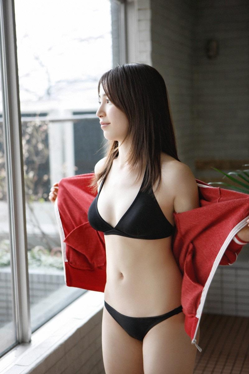 【吉川友グラビア画像】綺麗なお姉さんのエッチな谷間に埋まりたくなるグラビア水着画像 13