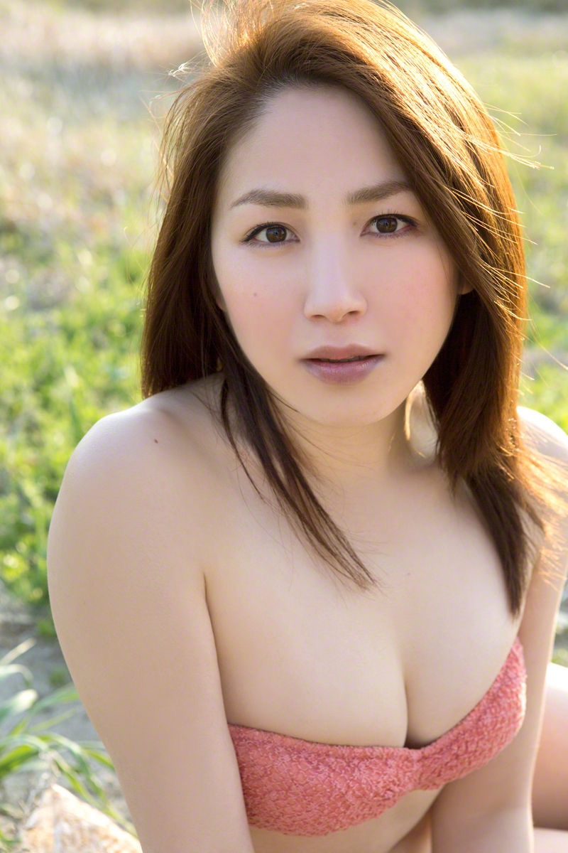 【吉川友グラビア画像】綺麗なお姉さんのエッチな谷間に埋まりたくなるグラビア水着画像 25