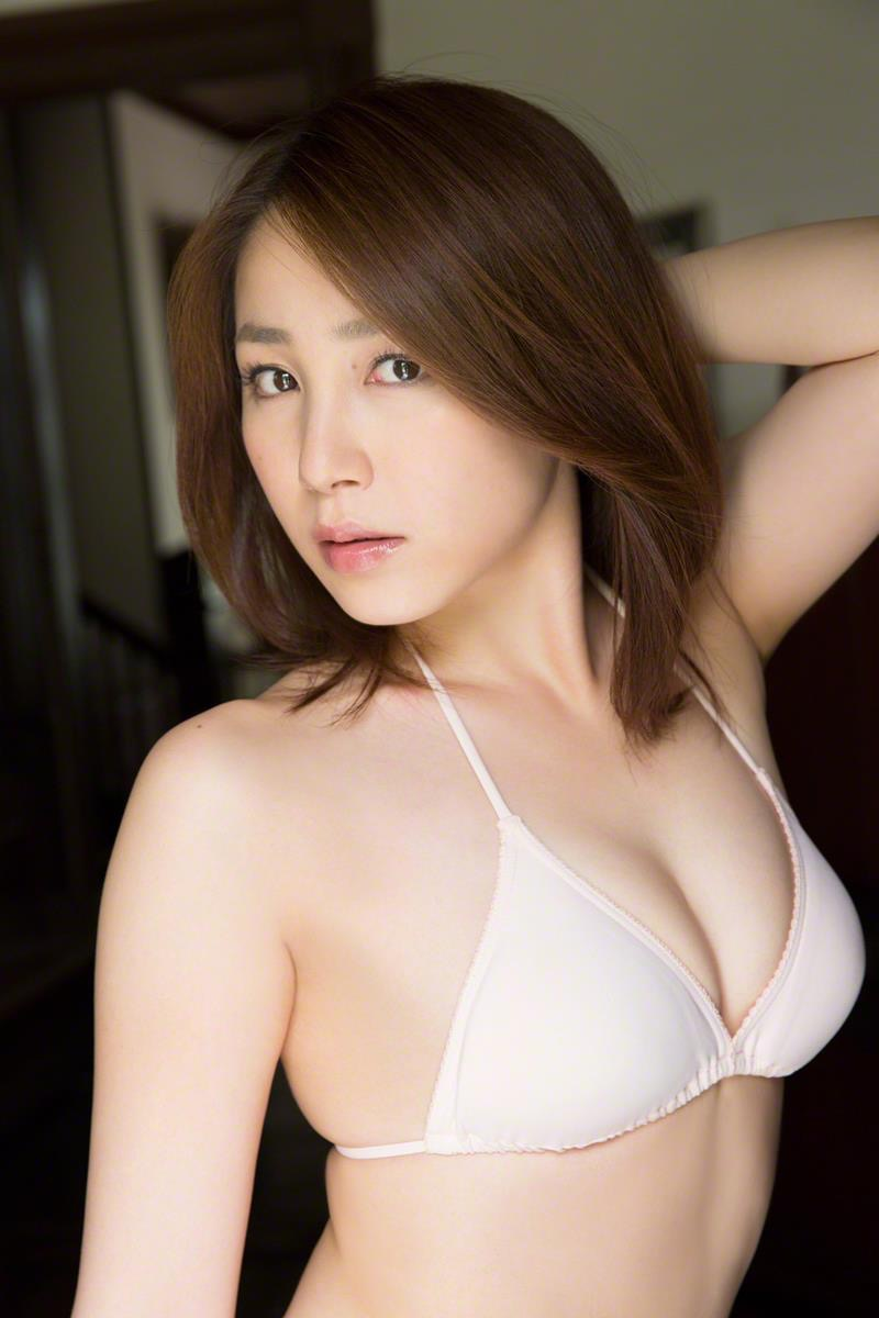 【吉川友グラビア画像】綺麗なお姉さんのエッチな谷間に埋まりたくなるグラビア水着画像 30