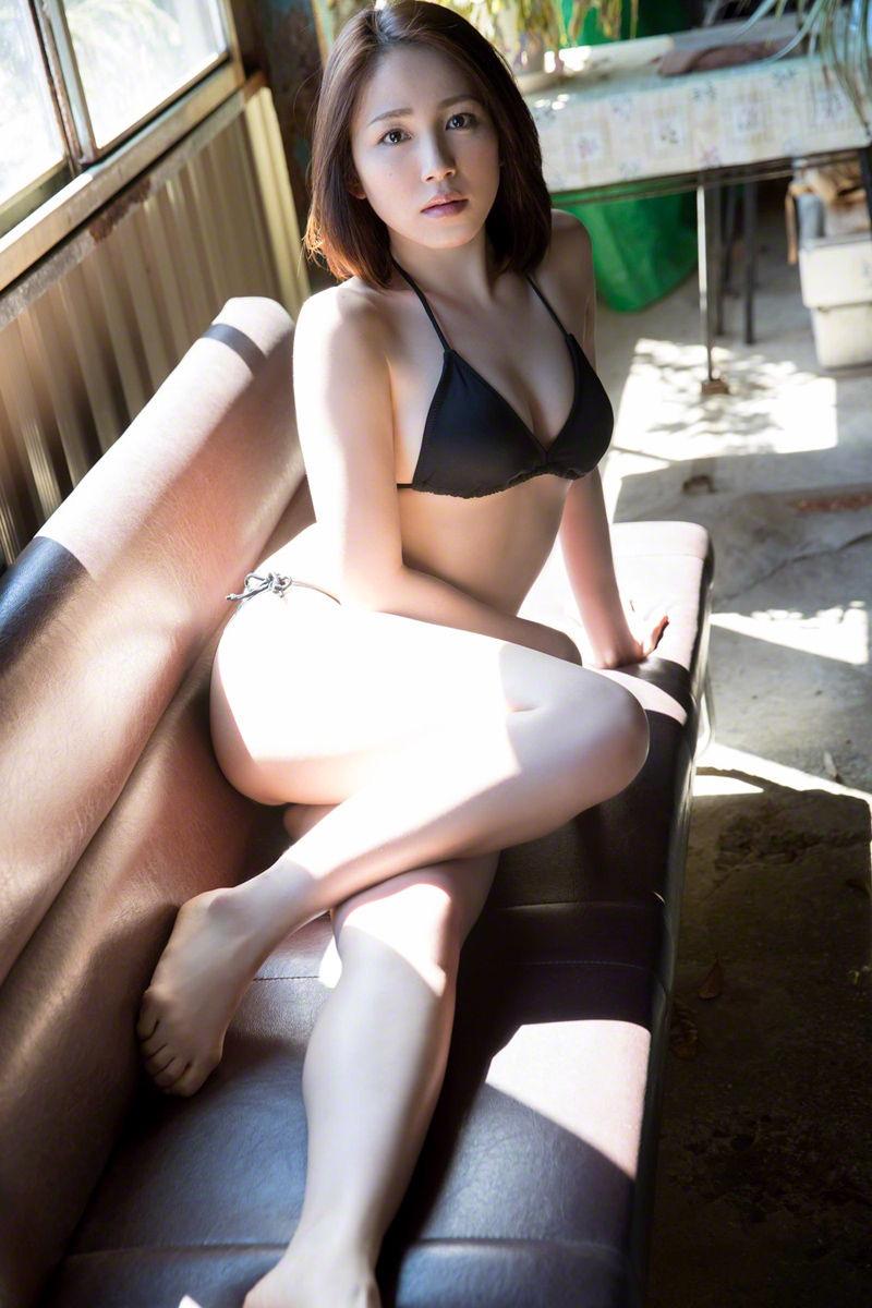 【吉川友グラビア画像】綺麗なお姉さんのエッチな谷間に埋まりたくなるグラビア水着画像 37
