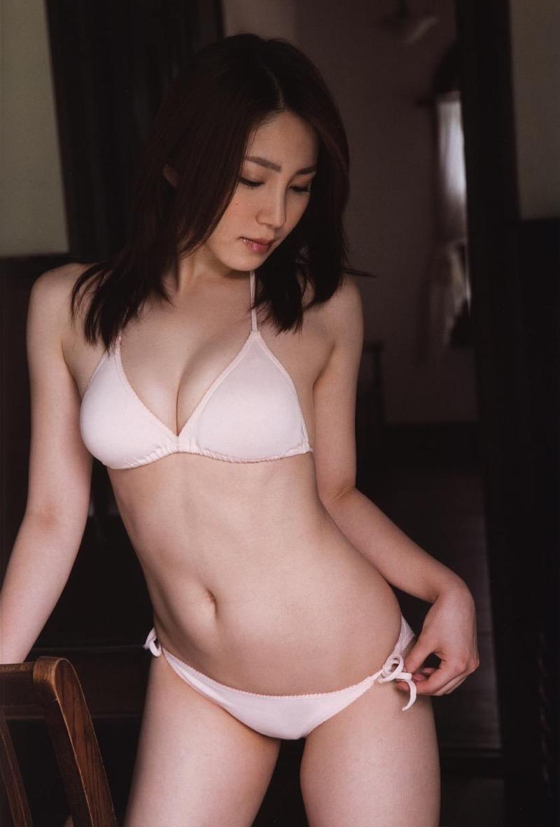 【吉川友グラビア画像】綺麗なお姉さんのエッチな谷間に埋まりたくなるグラビア水着画像 47