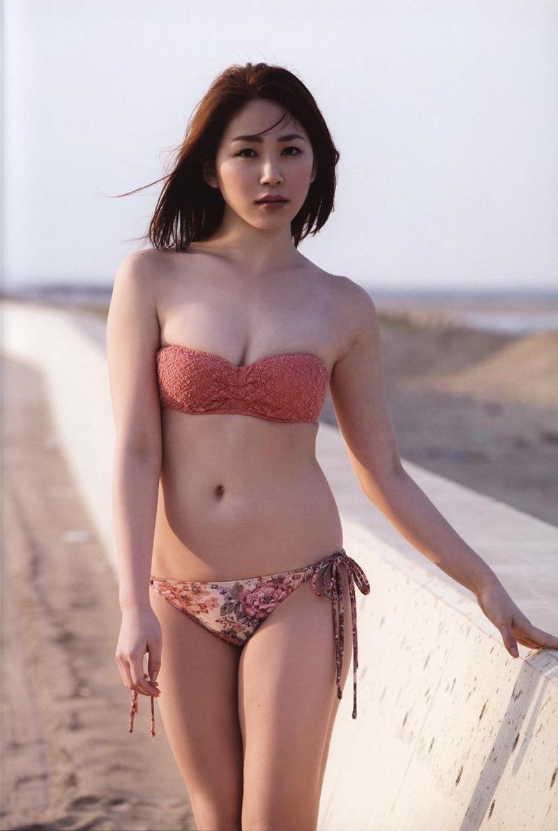 【吉川友グラビア画像】綺麗なお姉さんのエッチな谷間に埋まりたくなるグラビア水着画像 49