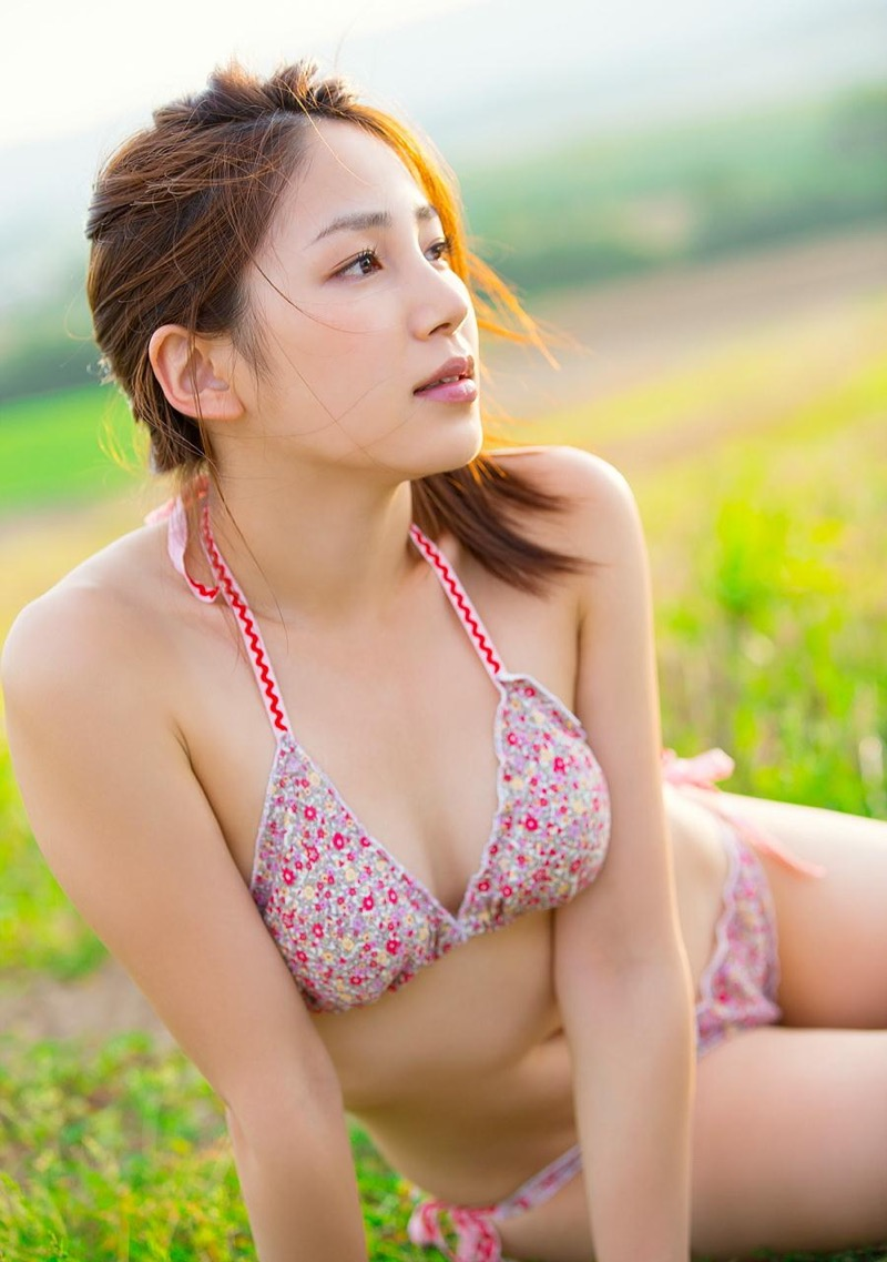 【吉川友グラビア画像】綺麗なお姉さんのエッチな谷間に埋まりたくなるグラビア水着画像 62