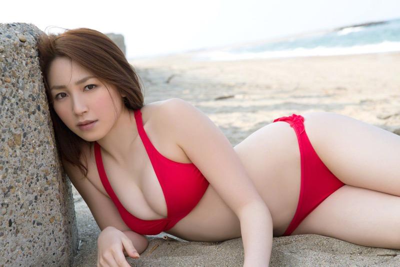 【吉川友グラビア画像】綺麗なお姉さんのエッチな谷間に埋まりたくなるグラビア水着画像 75
