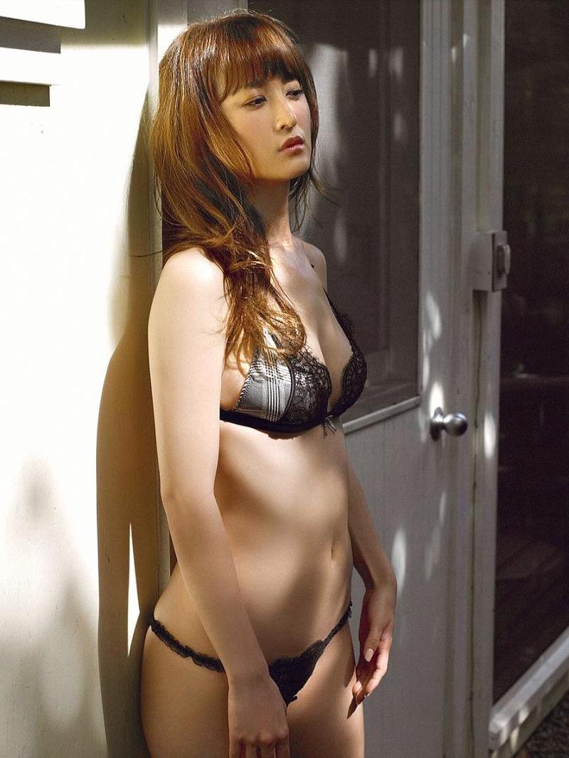 【小松彩夏グラビア画像】実写版美少女戦士セーラーヴィーナス役でデビューしたグラビアアイドル 10