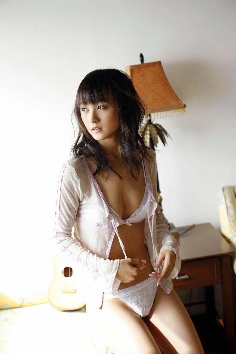 【小松彩夏グラビア画像】実写版美少女戦士セーラーヴィーナス役でデビューしたグラビアアイドル 13