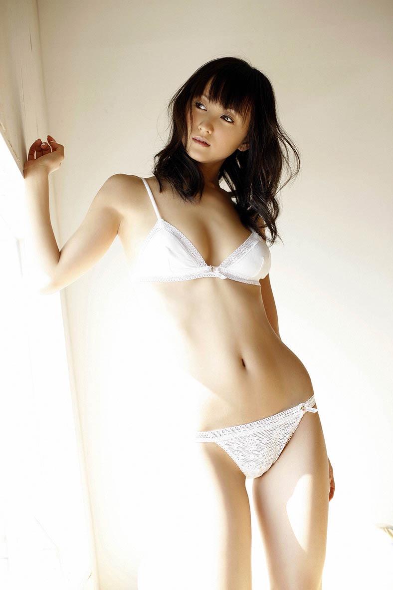 【小松彩夏グラビア画像】実写版美少女戦士セーラーヴィーナス役でデビューしたグラビアアイドル 15