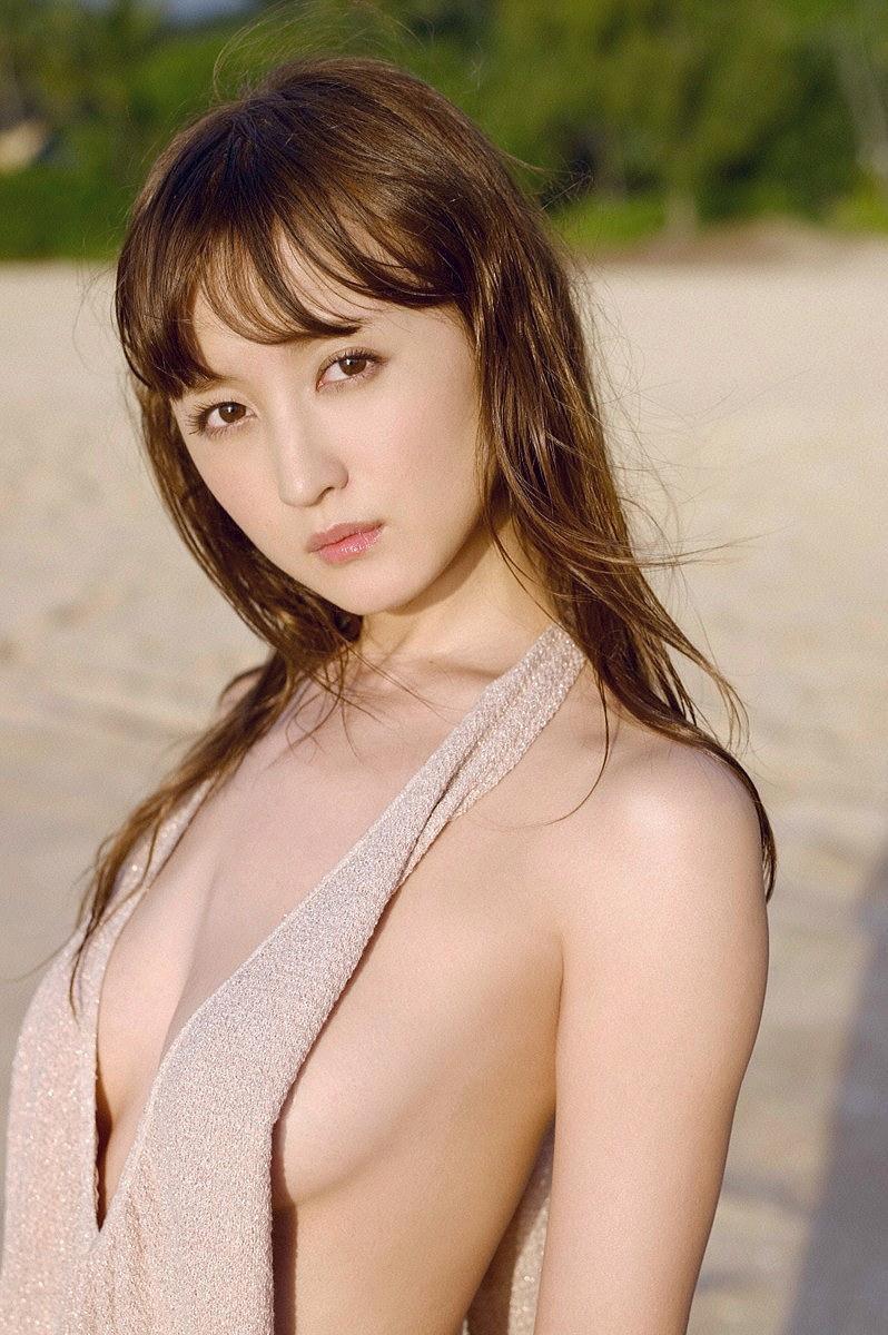 【小松彩夏グラビア画像】実写版美少女戦士セーラーヴィーナス役でデビューしたグラビアアイドル 19