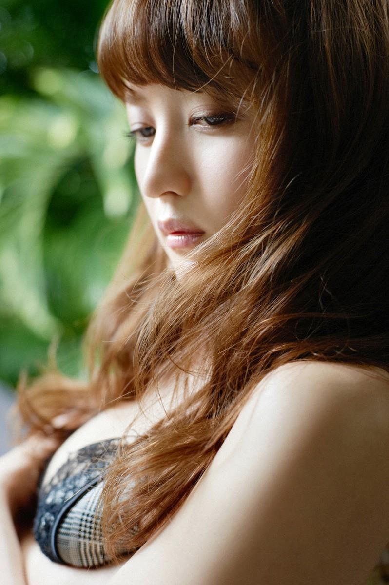 【小松彩夏グラビア画像】実写版美少女戦士セーラーヴィーナス役でデビューしたグラビアアイドル 27