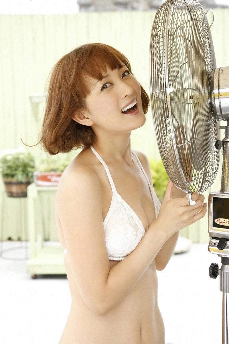 【小松彩夏グラビア画像】実写版美少女戦士セーラーヴィーナス役でデビューしたグラビアアイドル 36