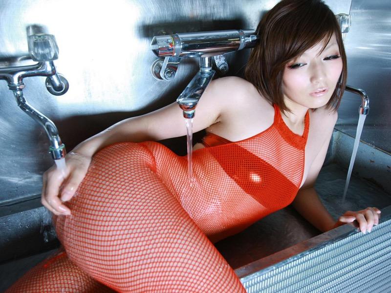 【京本有加グラビア画像】切れ長の目線がセクシーなグラビアアイドルがイケメン過ぎたwwww