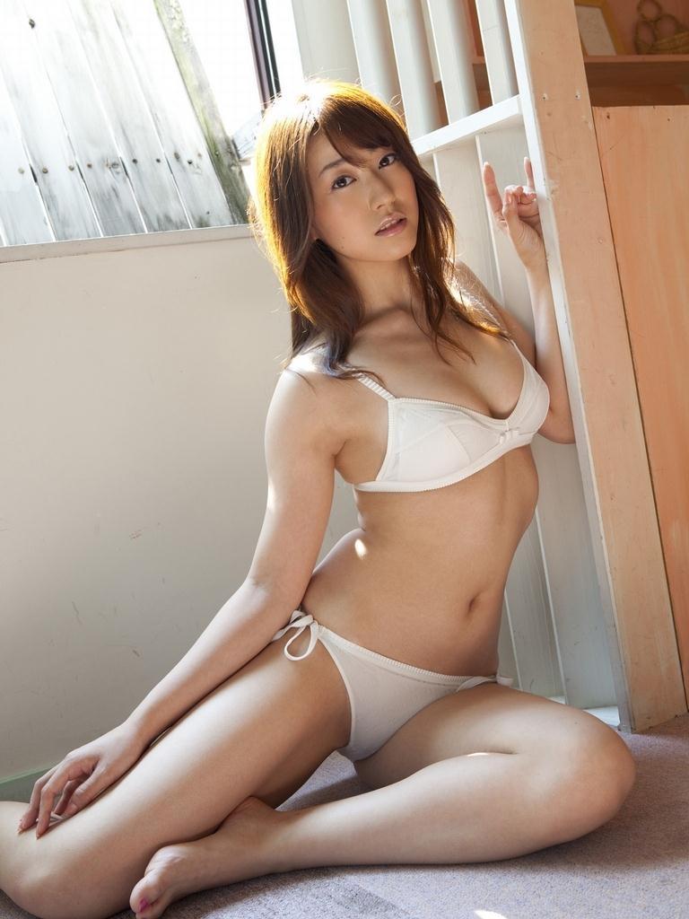 【黒田有彩グラビア画像】リケジョで売り込む必要がないくらいエロいFカップ巨乳タレント 26