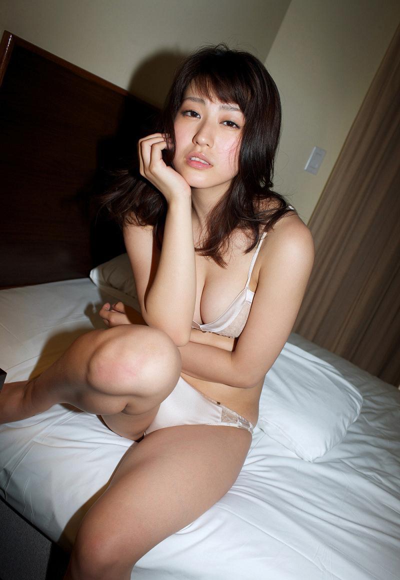 【黒田有彩グラビア画像】リケジョで売り込む必要がないくらいエロいFカップ巨乳タレント 36
