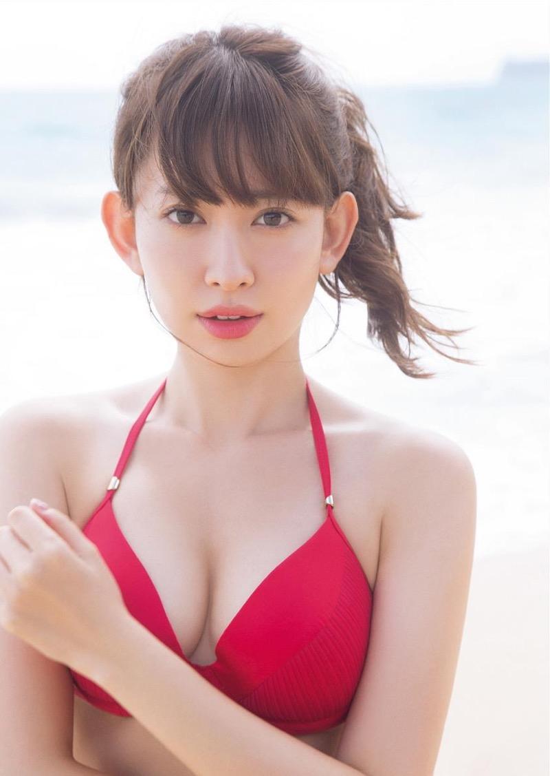 【小嶋陽菜グラビア画像】芸歴20周年目前の元AKB48アイドルが見せた谷間チラリ画像がこちら 26