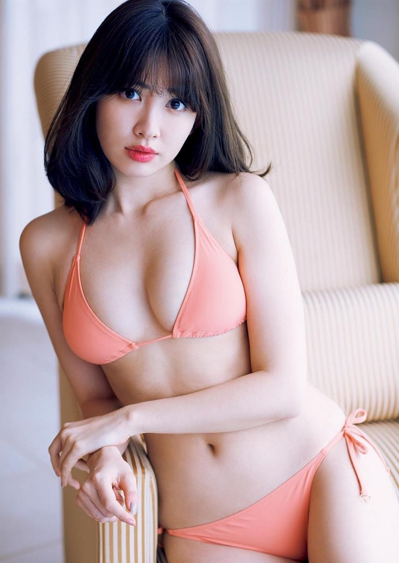 【小嶋陽菜グラビア画像】芸歴20周年目前の元AKB48アイドルが見せた谷間チラリ画像がこちら 30