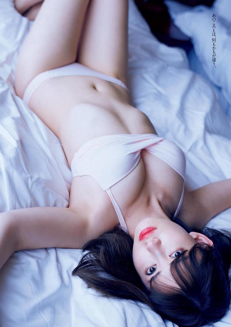 【小嶋陽菜グラビア画像】芸歴20周年目前の元AKB48アイドルが見せた谷間チラリ画像がこちら 31