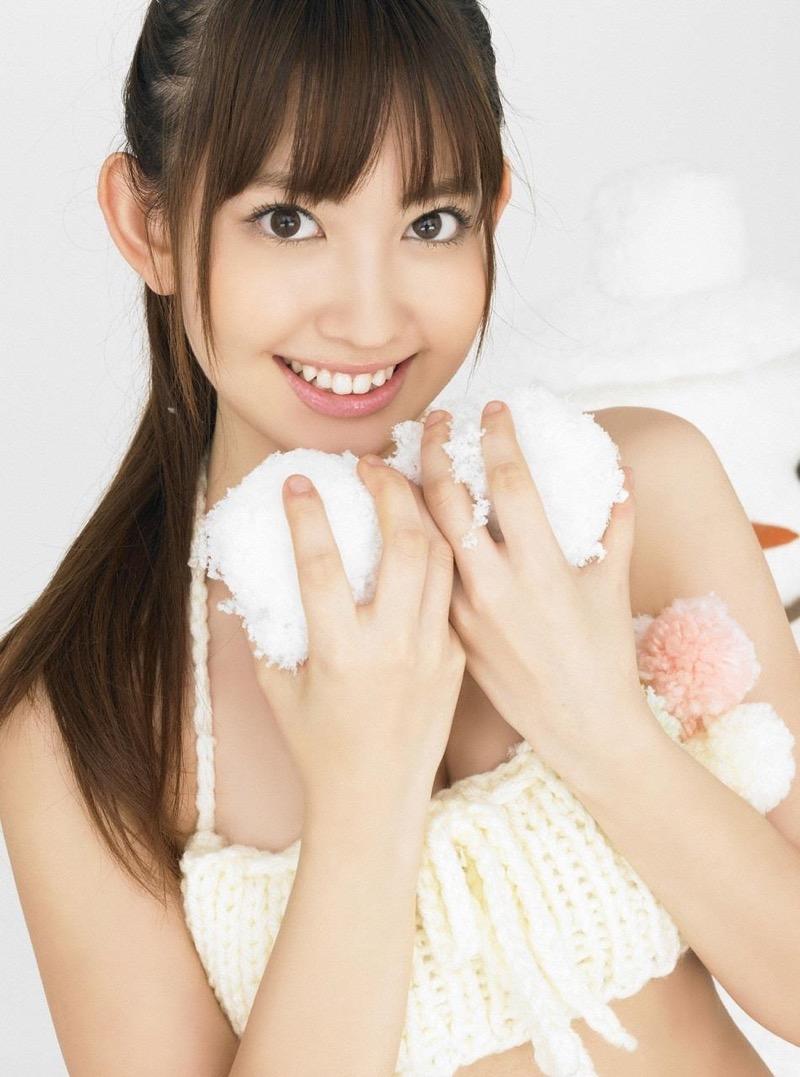 【小嶋陽菜グラビア画像】芸歴20周年目前の元AKB48アイドルが見せた谷間チラリ画像がこちら 54